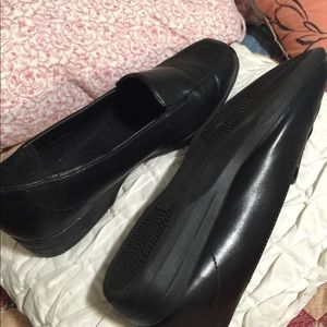 Ladies nice NWT comfort leather shoes.